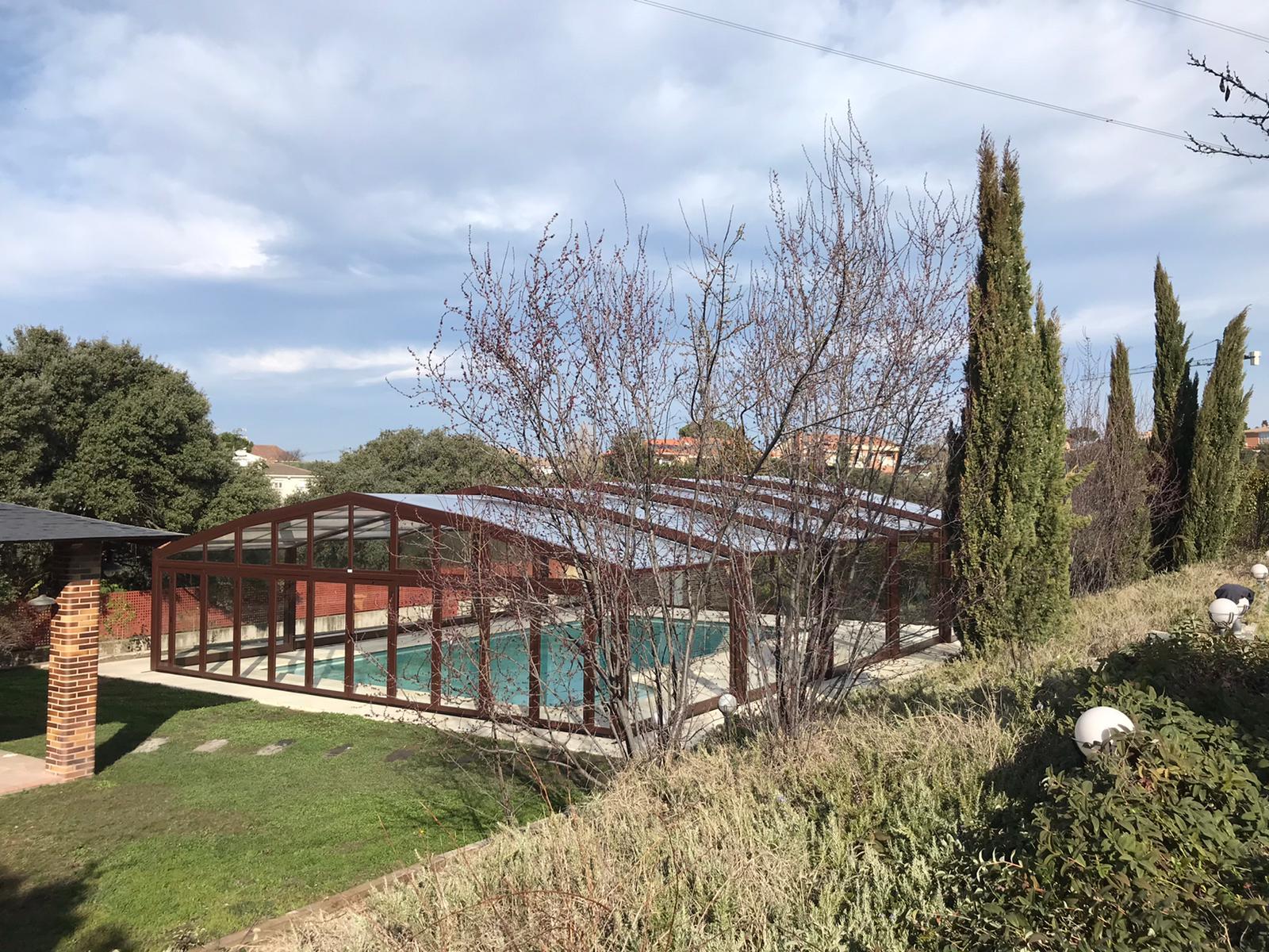 Cubierta para piscina Alta Telescópica instalada en la sierra de Madrid